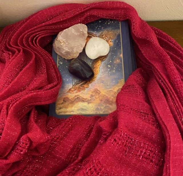 Storing your relationship tarot deck with amethyst quartz selenite in a scarf